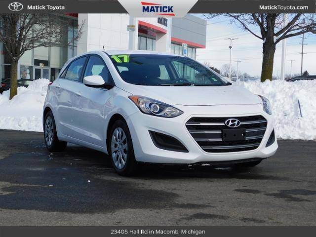 Pre Owned 2017 Hyundai Elantra Gt Base